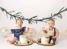 Twin Birthday Pictures, Twin Birthday Themes, Smash Cake First Birthday, Dinosaur First Birthday, Twin Birthday Cakes, Baby Boy 1st Birthday, Birthday Ideas, Twin Cake Smash, Twins Cake
