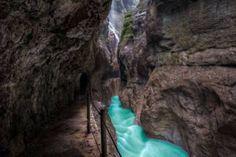 Zum Teil mehr als 80 Meter tief hat sich der Bach Partnach in die Schlucht hineingeschnitten