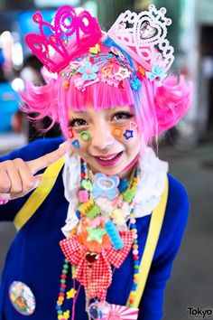 Dec 2013: Creamy Sauce and Narumi keeping the decora fashion alive in Harajuku.