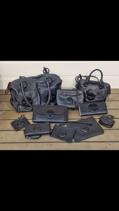 Mimco black on black ❤️ Mimco Pouch, Discovery, Runway Fashion, Clutches, Purses And Bags, Wallets, Girly, Handbags, Shoe Bag
