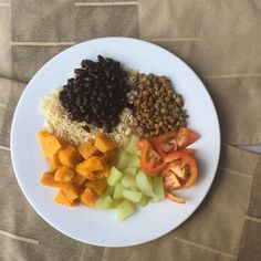 Bom tarde  Almoço de hoje foi: Arroz integral + mt abóbora + chuchu + tomate + feijão preto + lentilha.