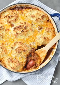 Low carb and gluten free Keto Chili Dog Pot Pie Casserole. So many delicious things, all in one casserole. I am all about low carb keto comfort foods. In fact, recreating my old favorites into Stove Top Recipes, Dog Recipes, Beef Recipes, Low Carb Recipes, Real Food Recipes, Healthy Recipes, Healthy Dinners, Recipies, Hot Dog Casserole
