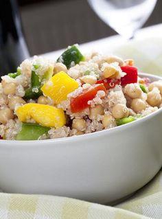 Insalata di quinoa, ceci, sedano e avocado