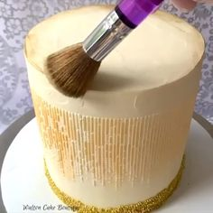 Gold and Roses Cake Credit waltoncakeboutique Cake Decorating Frosting, Creative Cake Decorating, Cake Decorating Videos, Cake Decorating Techniques, Creative Cakes, Cookie Decorating, Decorating Supplies, Decorating Ideas, Mini Cakes