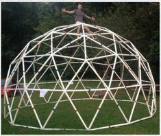 Build a Functional PVC Geodesic Dome - dome house Diy Jardin, Polycarbonate Greenhouse, Pvc Pipe Projects, Diy Projects, Project Ideas, Greenhouse Plans, Greenhouse Film, Geodesic Dome Greenhouse, Cheap Greenhouse