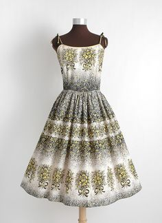 HEMLOCK VINTAGE CLOTHING : 1950s flower and bow cotton dress