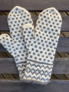 Baby Knitting Patterns, Free Knitting, Crochet Patterns, Knit Mittens, Mitten Gloves, How To Purl Knit, Needle And Thread, Yarn Crafts, Knitting Projects