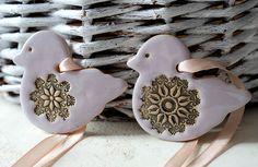 Ozdoby wielkanocne 2 kurczaki zawieszka / ceramika - 10fingersart - Dekoracje stołu