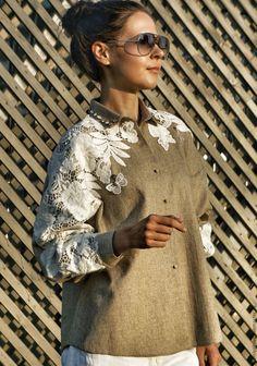 Купить Дизайнерская рубашка, декорированная хлопковым кружевом - рубашка, кружево, Сваровски, бежевый, эксклюзив, хлопок