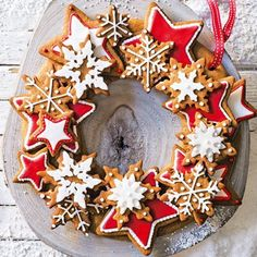 Create the perfect Christmas centrepiece with this delicious edible wreath made up of crunchy spiced biscuits, beautifully decorated with gorgeous red and white iced stars. | Tesco