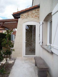 Décorez vos portes et fenêtres avec l'enduit à la chaux aspect pierre taillé main, Decopierre® Le choix des formes et des couleurs est libre !