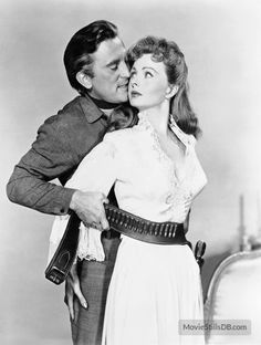 A gallery of Man Without a Star publicity stills and other photos. Featuring Kirk Douglas, William Campbell, Jeanne Crain, Claire Trevor and. Kirk Douglas, Stanley Kubrick, Hollywood Stars, Old Hollywood, Westerns, Claire Trevor, Jeanne Crain, Western Movies, Vintage Tv