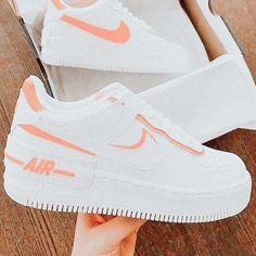 Cute Nike Shoes, Nike Air Shoes, All White Nike Shoes, Cute Nikes, Jordan Shoes Girls, Girls Shoes, Souliers Nike, Moda Sneakers, Sneakers Nike