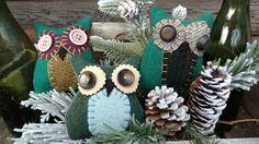 Primitive HOOT OWL bowl fillers, shelfsitters, wool & buttons #NaivePrimitive #Artist Primitive Pillows, Bowl Fillers, Christmas Wreaths, Buttons, Wool, Holiday Decor, Artist, Artists, Plugs