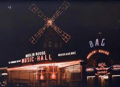 Photographs of World War I-era Paris in full and vibrant color - Moulin Rouge Night