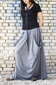 FREE SHIPPING / Grey Maxi Skirt / Extravagant Long por Fraktura