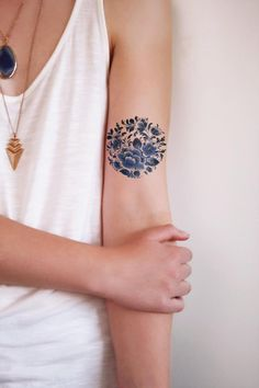 97 Henna Tattoo Ideas and Tips. Check out these gorgeous henna tattoo designs and how to get one yourself. Love Tattoos, Body Art Tattoos, New Tattoos, Small Tattoos, Tatoos, Bicep Tattoos, Woman Tattoos, Circle Tattoos, Tattoos Skull