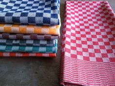 These classic towels are cotton, absorbent and long-lasting. Woven on jacquard looms in an intricate checkerboard pattern. Tupperware, Dish Towels, Tea Towels, Home Tex, How To Roll Towels, Jacquard Loom, Paper Towel Rolls, Checkerboard Pattern, Professional Kitchen