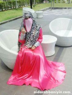 Pin by Indonesian_Niqab on Niqab womens dress, hijab yang bagus - Hijab Muslim Women Fashion, Islamic Fashion, Silk Satin Dress, Satin Dresses, Hijab Stile, Hijab Style Dress, Niqab Fashion, Beautiful Hijab, Hot Dress
