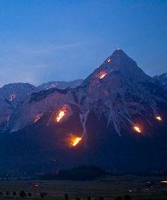 Sonnwendfeuer in der Tiroler Zugspitz Arena, © Tiroler Zugspitz Arena/Albin Niederstrasser Pagan, Mount Everest, Mountains, Green, Nature, Travel, Snowshoe, Zugspitze, Hiking Trails