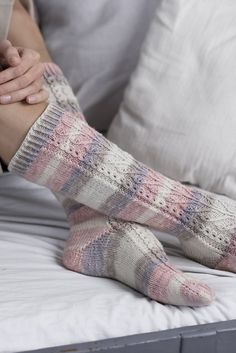 Knitting Patterns Free, Knit Patterns, Free Pattern, Knitting Socks, Hand Knitting, Warm Socks, Diy Clothing, Handmade Clothes, Knitting Projects