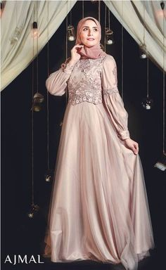 Evening soiree hijab dresses by Ajmal – Just Trendy Girls Source by justtrendygirls Hijab Prom Dress, Hijab Evening Dress, Hijab Style Dress, Muslim Dress, Evening Dresses, Bridal Hijab, Bridal Dresses, Ladies Day Dresses, Girls Dresses