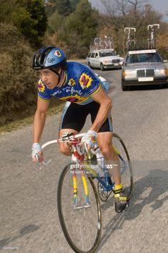 Cycling Helmet, Cycling Art, Cycling Outfit, Mtb, Classic Road Bike, Paris Nice, Vintage Cycles, Road Bikes, Road Racing