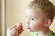 Snad každá máma chce okamžitě ulevit svému dítěti, pokud slyší, jak kašle. Bohužel často běžíme hned do lékárny a kupujeme léky plné chemie. Máme pro vás recept na přírodní zázrak proti kašli, který usnadňuje vykašlávání, zklidňuje podrážděný krk a zbavuje hlenu. Co je na celém zázraku nejúžasnější je to, že je pouze z bylin, které … Health Fitness, Children, Young Children, Boys, Kids, Fitness, Child, Kids Part, Kid