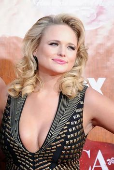 And why Miranda Lambert net worth is so massive? Miranda Lambert net worth is definitely at the very top level among other celebrities, yet why? Miranda Lambert Bikini, Miranda Lambert Photos, Country Women, Country Girls, Country Music, American Country, Beautiful Celebrities, Beautiful Actresses, Beautiful People