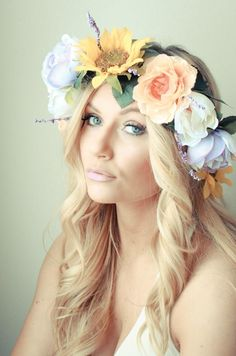 These DIY flower crowns are easy, fun, and perfect for a beach wedding or a hippy-chic photo shoot. Real Flowers, Diy Flowers, Flower Decorations, Paper Flowers, Diy Flower Crown, Diy Crown, Flower Crowns, Flower Girls, Diy Craft Projects