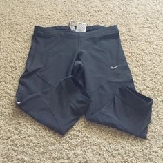Nike Cropped Work Out Pants Condition: Like New // Color: Grey. Cropped. Nike Pants