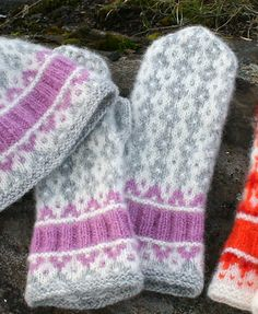 Ravelry: Sirupssnipp Votter / Mittens pattern by Jorid Linvik Knitted Mittens Pattern, Crochet Gloves, Knit Mittens, Knitting Socks, Baby Knitting, Knitted Hats, Knitting Patterns, Knit Crochet, Norwegian Knitting