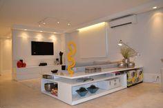 Home Theater: Salas multimídia minimalistas por Helô Marques Associados