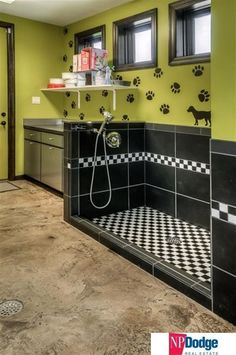 Great idea for a dog wash. Contemporary Mud Room with Daltile Plaza Nova Black Shadow 12 in. x 24 in. Porcelain Floor and Wall Tile, Paint flat door Dog Grooming Shop, Dog Grooming Salons, Dog Grooming Business, Animal Room, Dog Boarding Kennels, Pet Boarding, Dog Kennels, Dog Kennel Designs, Kennel Ideas