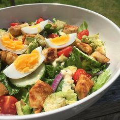 Deze skinny caesar salade is perfect om je week gezond mee te starten! Grilled Chicken Salad, Lunch Recipes, Salad Recipes, Vegetarian Recipes, Avocado Recipes, Buffalo Chicken, Vinaigrette, Cesar Salat, Recipes