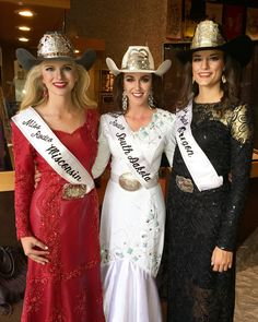 attire at the 2016 Pro Rodeo Hall of Fame Induction weekend. Left to right: 2016 Miss Rodeo Wisconsin Beth Kujala, 2016 Miss Rodeo South Dakota Mik Sich, and 2016 Miss Rodeo Oregon Katie Schrock Rodeo Queen Clothes, Western Show Clothes, Western Outfits, Queen Outfit, Queen Dress, Country Women, Country Girls, Rodeo Shirts, Sexy Cowgirl