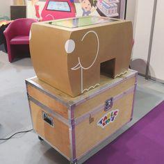 Nouveaux la Table Kid's couleur bois... Le secret, c'est en bois 😄 - #PharmagoraPlus #PharmagoraPlus2019 #Pharmacie #Pharmacien #EspaceEnfants #tablekids #Tabletactileenfants #innovation #technologie #nouveauté Table Tactile, Toy Chest, Storage Chest, Innovation, Furniture, Home Decor, Pharmacy, Technology, Woodwind Instrument