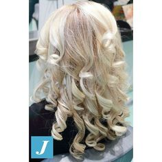 #iceblonde _ Degradè Joelle  #cdj #degradejoelle #tagliopuntearia #degradé #lovehair #igers #musthave #hair #hairstyle #haircolour #longhair #ootd #hairfashion #madeinitaly #wellaprofessionals #Matera #zerodifettistudioacconciatori #love #instagood #photooftheday #beautiful #cute #fashion #followme #follow #picotheday