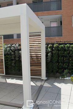"""¡Primera pérgola instalada en España de la nueva Camargue! en el showroom de """"Ignasi Conillas espais exteriors"""" Somos instaladores oficiales de los sistemas Renson. Contamos con diferentes modelos de pérgolas de lamas, pérgolas de lamas móviles, pérgolas bioclimáticas y pérgolas personalizadas. Visita http://ignasiconillas.com/es/servicios/pergolas-y-proteccion-solar"""