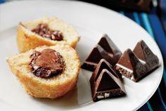 Απίθανο κέικ βανίλιας με νουγκά σοκολάτας Food Categories, Dessert Recipes, Desserts, Sweet Recipes, French Toast, Muffins, Cheesecake, Cupcakes, Cooking