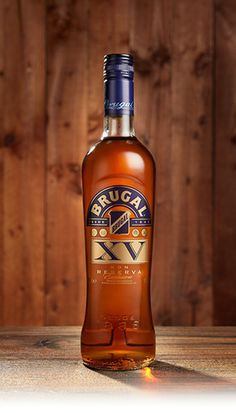 Whiskey Label, Cigars And Whiskey, Rum Bottle, Whiskey Bottle, Alcohol Bottles, Wine Bottles, Brugal Rum, Rum Shop, Wine Drinks