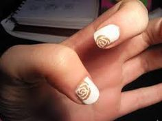 Rosa dorada, en base blanca #nailsart Golden Nail Art, Golden Nails, Class Ring, Gold Rings, Stud Earrings, Jewelry, Base, Golden Roses, Pink Nails