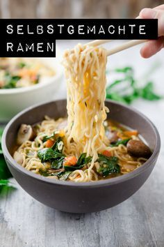 ramen with tomatoes, spinach and chamignons - www. Homemade ramen with tomatoes, spinach and chamignons - www.Homemade ramen with tomatoes, spinach and chamignons - www. Soup Recipes, Vegetarian Recipes, Dinner Recipes, Healthy Recipes, Cream Recipes, Kitchen Recipes, Homemade Ramen, Asian Recipes, Ethnic Recipes