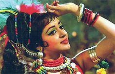 old school BOLLYWOOD Vintage Bollywood, Beautiful Saree, Beautiful Soul, Bollywood Theme Party, Sneha Reddy, Hema Malini, Indian Celebrities, Bollywood Actors, Film Photography