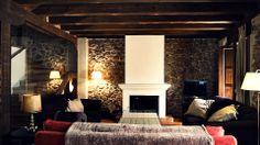 Acogedora sala con chimenea en una casa rural en Cabanillas del monte. hearth http://www.raudo.com/f/el-zaguan-de-cabanillas/2923