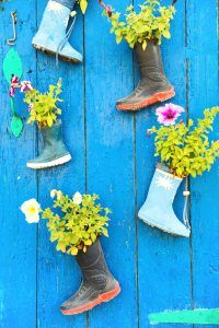 5 Quirky DIY Planters for your House and Garden - Cultivation Street Beans On Toast, Front Gardens, Bright Flowers, Diy Planters, Begonia, Old Toys, Geraniums, Pansies, Household Items