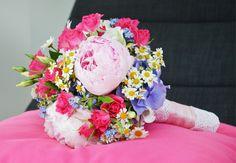 #Blau #Pink #Grün #Gelb #Weiß und #Lila - #Wow so viele #Farben und doch eine #wunderschöne #Kombination - #bridalbouquet #bride #weddinginspiration #brideinspiration
