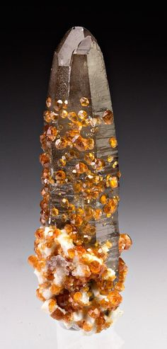 Spessartine (orange gannets) with quartz. source: