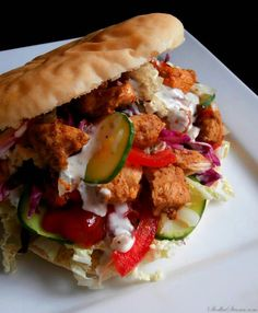Kebab (Chicken Kebab) - Kebab=Sandwich topped with a salad Healthy Dishes, Healthy Eating, Food Tags, Iranian Food, Middle Eastern Recipes, Easy Chicken Recipes, Food Presentation, Food Plating, Street Food