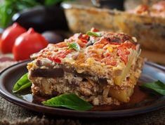 Moussaka: receita de lasanha de berinjela com carne moída - - Healthy Eating Tips, Healthy Nutrition, Vegetable Drinks, Fruits And Vegetables, Diet Tips, Meatloaf, Lasagna, Lunch, Antipasto